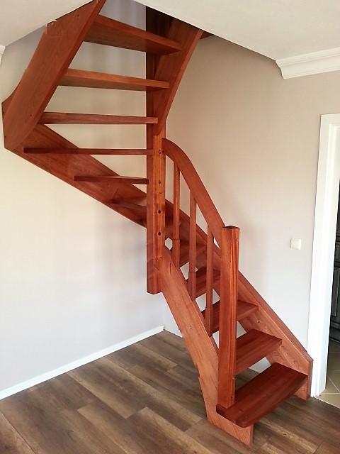 U Dönüşlü Merdivenler